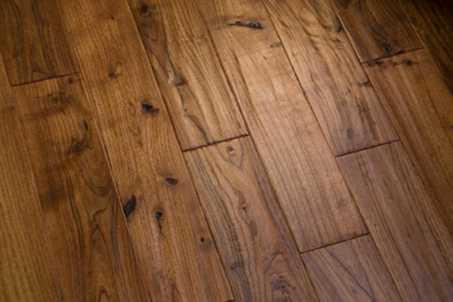 Laminate wood floor installation contractor quotes for Installing laminate wood flooring
