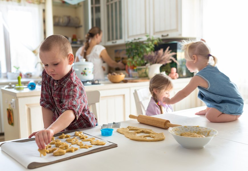 How to Raise Independent and Responsible Children: 8 Tips For Parents