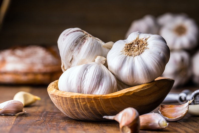 8 Health Benefits of Garlic: Is it Good For You, and What is it Good For?