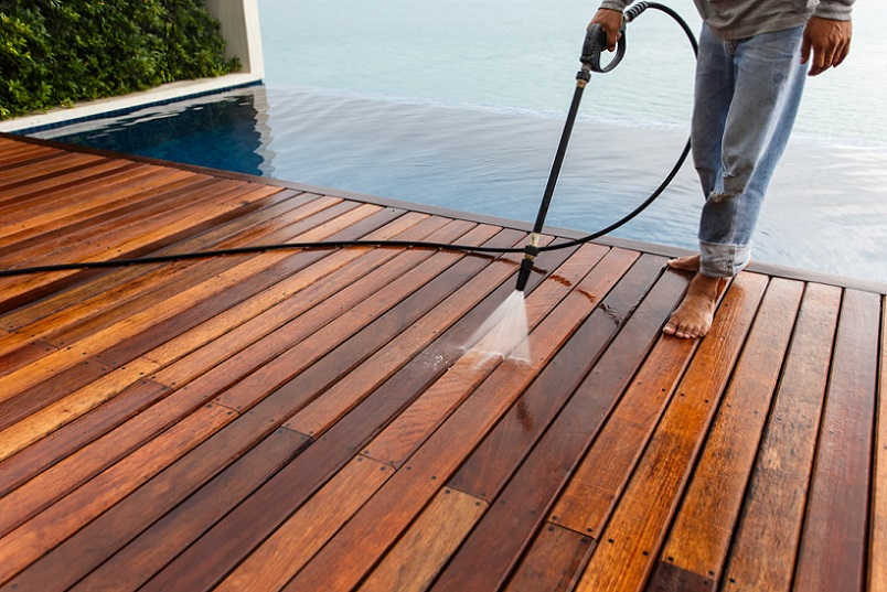 How to DIY Pressure Wash a Deck With The Best Cleaner
