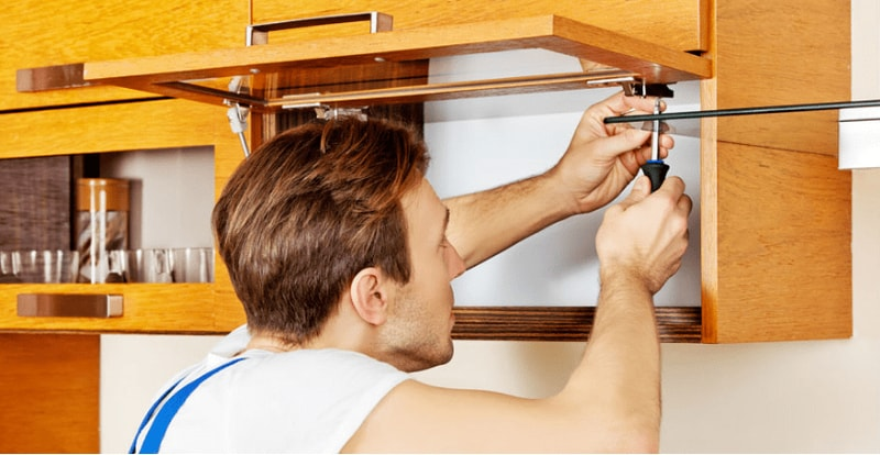 handyman making small repairs